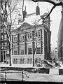 Voorgevel met guirlandes boven de vensters, winters straatbeeld - Amsterdam - 20409982 - RCE.jpg