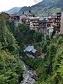 Vue du village de Flumet et des gorges de l'Arly.jpg