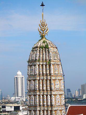 Trishula - Image: Wat Arun menorah 8845
