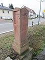 Wegweiserstein in Obergräfenhain mit Handsymbolen (2).jpg