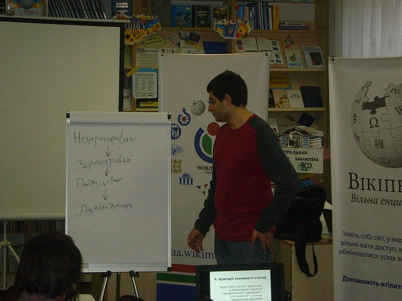 Віківишкіл у бібліотеці міста Старобільськ (3 листопада). Автор фото — Trydence, ліцензія CC-BY-SA-4.0