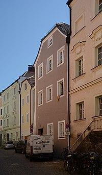 Wohnhäuser in der Lederergasse 11-15 (Passau).jpg