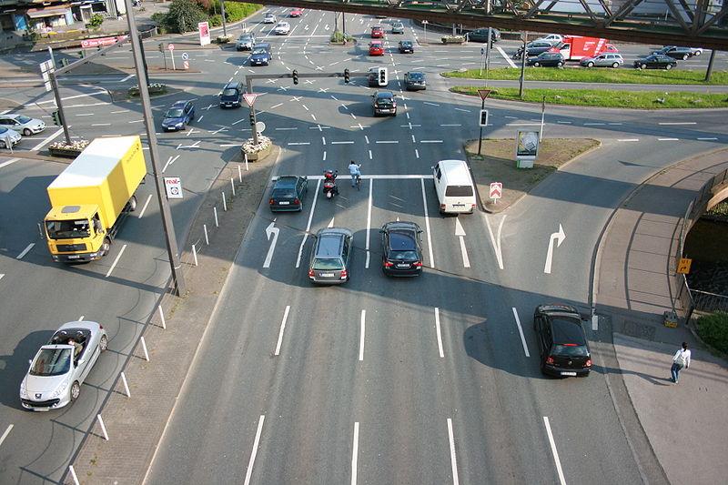 File:Wuppertal - Straßenkreuzung Alter Markt (Parkhaus Alter Markt) 03 ies.jpg