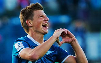 Andrey Arshavin celebrating a goal with a 'heart' gesture Zenit-Kuban (3).jpg