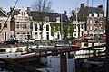Zicht op het pand vanaf de overkant van de Noorderhaven, ligging in het straatbeeld - Groningen - 20416945 - RCE.jpg