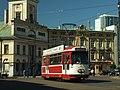 Łodź, Plac Wolnośći, tramvaj Duewag II.JPG