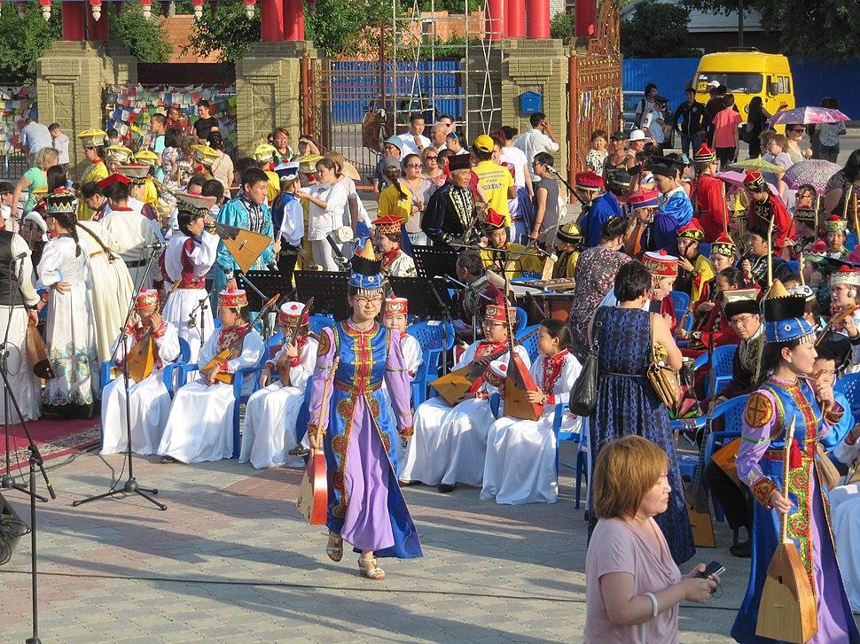 Во время репетиции сводного оркестра домбристов в Элисте, 14.06.2015