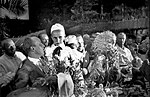 Экипаж В.П. Чкалова с пионерами. Кадр 1.jpg