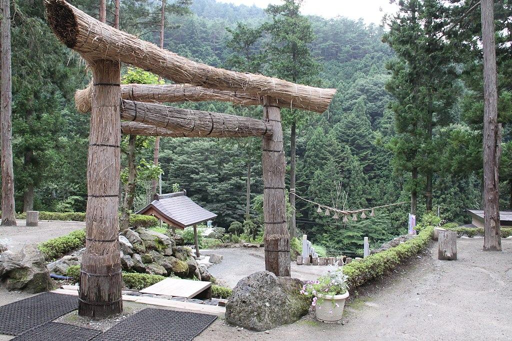 Mihashira torii en Fujiyoshida (Yamanashi)