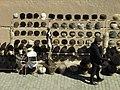 014 Polvon Qori Ko'chasi (Khivà), parada de barrets de pell (telpak).jpg