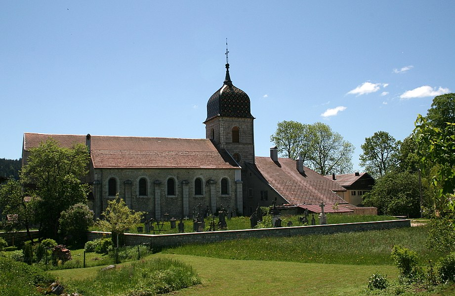 Arçon  (Doubs - France), neighborhood of the church of the Assumption.
