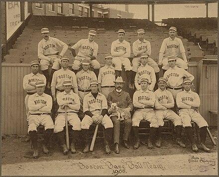 Equipe americana em 1900. O esporte é espalhado pelo mundo por  trabalhadores americanos expatriados. e9f29338d93