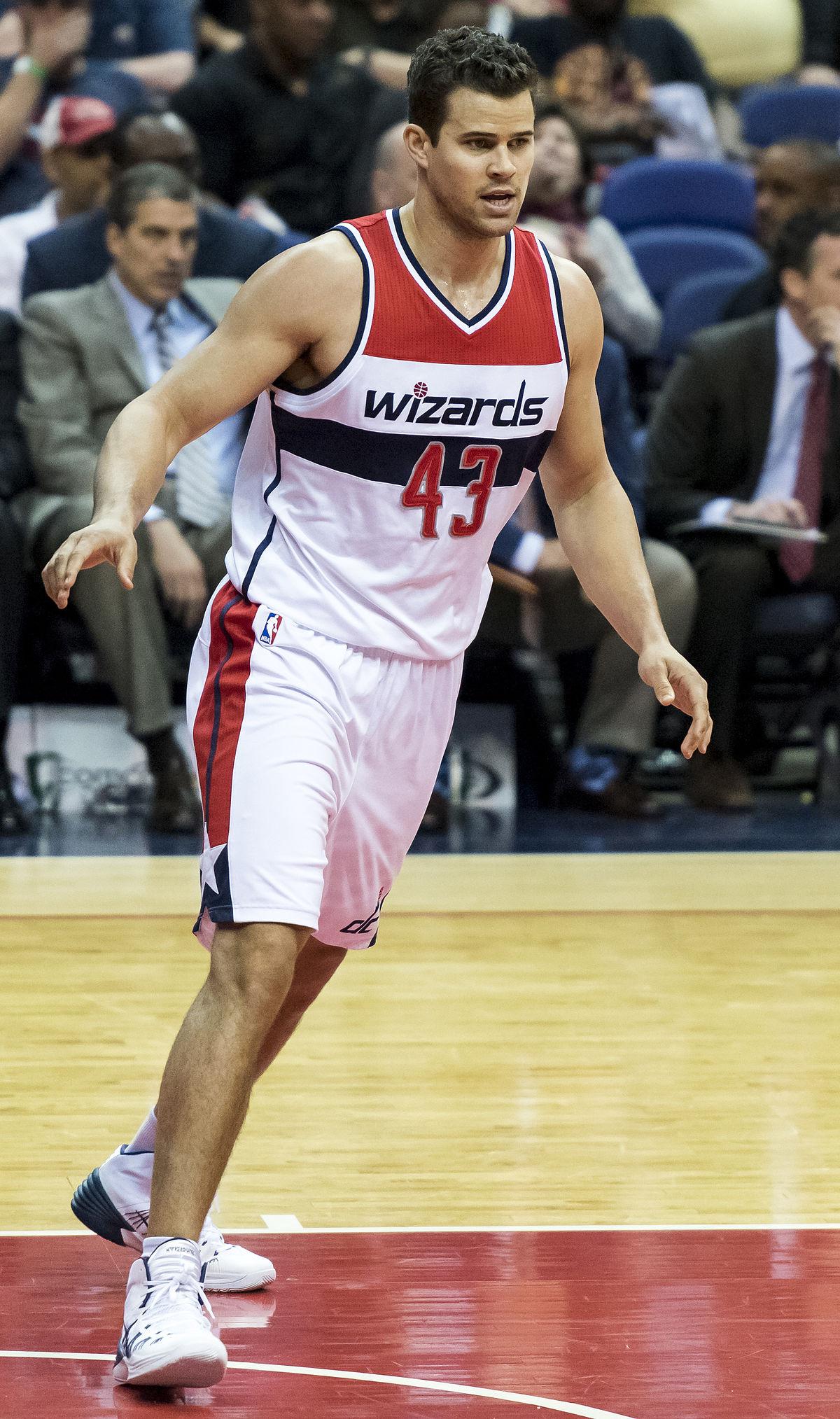 Kris Humphries - Wikipedia