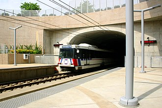Blue Line (St. Louis MetroLink) - Blue Line train entering Forsyth station.