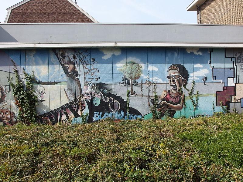 File:2015-04-19 in Maastricht; graffiti at Volksbondweg.jpg