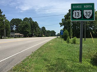 Special routes of U.S. Route 13 - View north along US 13 Bus and SR 13 at US 13 in Suffolk