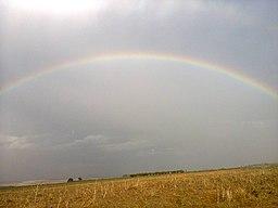 двойная радуга над полем