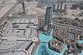 A droite le toit de Dubaï Mall et le plan d'eau où est organisé un show musical tout les heures. (6976287969).jpg