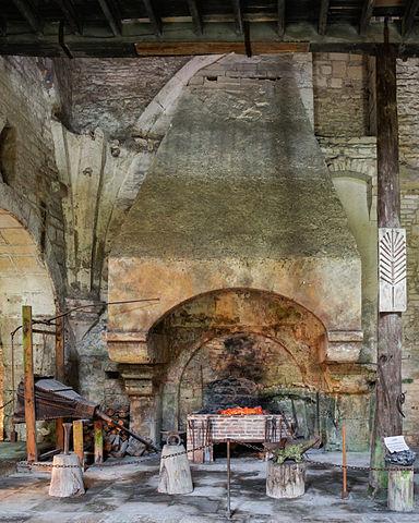 Abbaye Fontenay forge cheminée