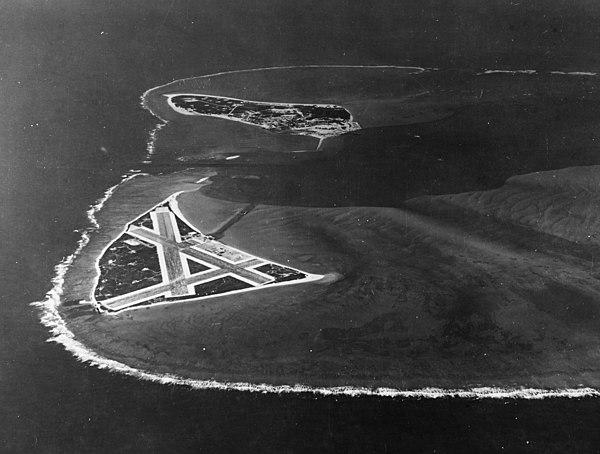 Flygfoto över Midway, andra världskriget