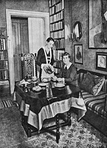Agnes von Krusenstjerna i sitt hem.jpg