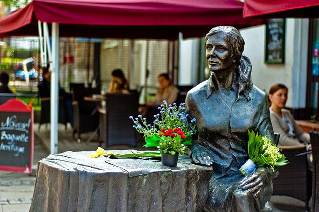 Statue d'Agnieszka Osiecka à Saska Kepa, Varsovie