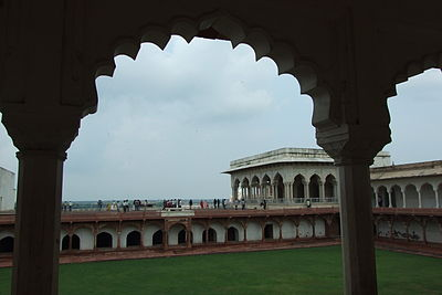 Agra-Fort-gardens-107.JPG