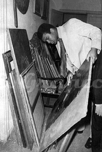 Ali in an art gallery during his visit to Argentina in 1971 Ali argentina 1971.jpg