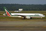 Alitalia, EI-ISO, Boeing 777-243 ER (19070744824).jpg