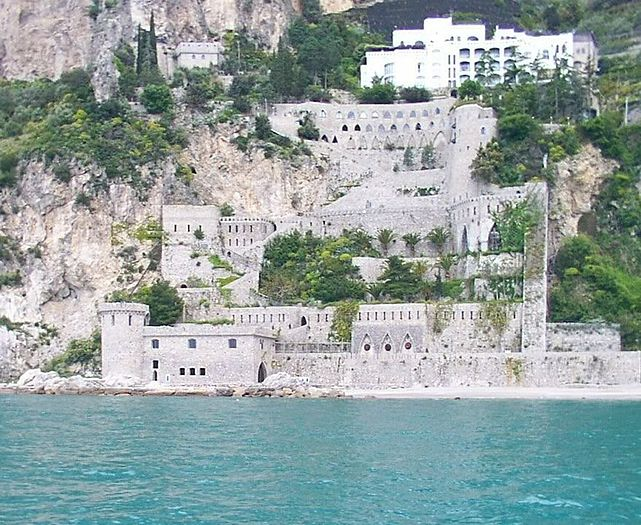 Amalfi Coast viewed from the Tyrrhenian Sea 01.jpg