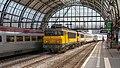 Amsterdam Centraal NSI 1739-1744 met IC 240 - Flickr - Rob Dammers.jpg
