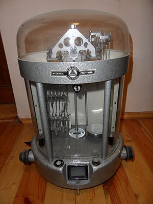 Analytical balance - Automated analytical balance, 1950s