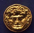 Ancient greek jewelry Staatliche Antikensammlungen Room 10 03.jpg