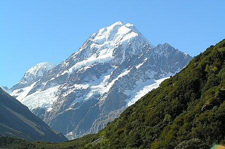 Aoraki-Mount Cook from Hooker Valley.jpg