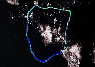 Apataki - Image: Apataki Atoll Landsat S 06 15 2000 (1 225,000)