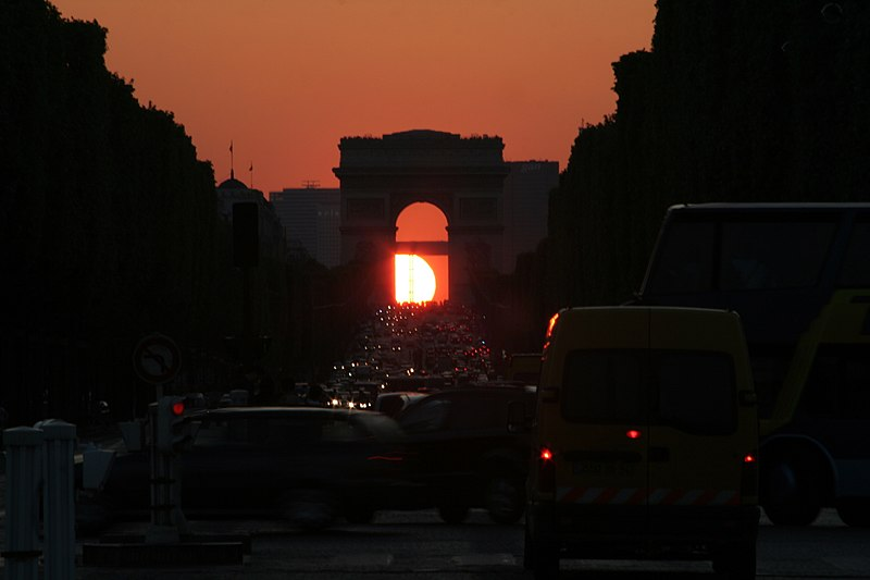 http://upload.wikimedia.org/wikipedia/commons/thumb/2/29/Arc_de_Triomphe_(Paris)_-_Sunset_-_2008-05-06-20-04-40.jpg/800px-Arc_de_Triomphe_(Paris)_-_Sunset_-_2008-05-06-20-04-40.jpg