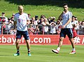Arjen Robben Mats Hummels Training 2018-05-08 FC Bayern Muenchen-1.jpg