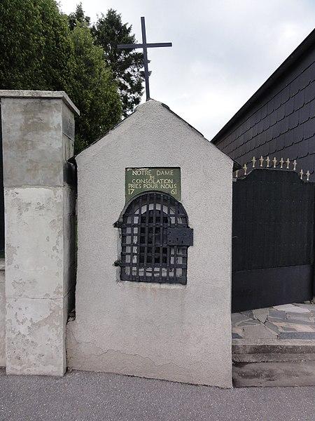 Assevent (Nord, Fr) chapelle N.D. de Consolation, 1761, située entre deux maisons de la route de Boussois