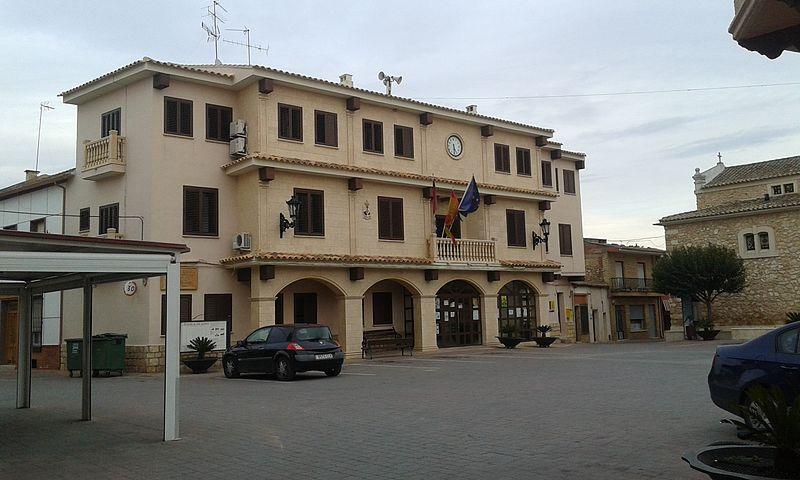 File ayuntamiento casas de fernando wikimedia for Casa fernando ciudad jardin
