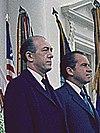 Hilmar Baunsgaard (til venstre) og USAs præsident Richard Nixon