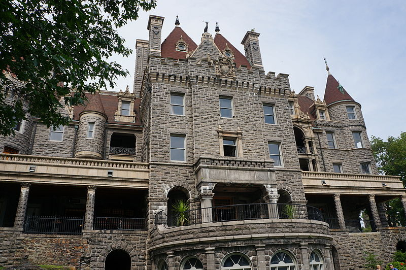 File:Boldt Castle on Heart Island 01.JPG