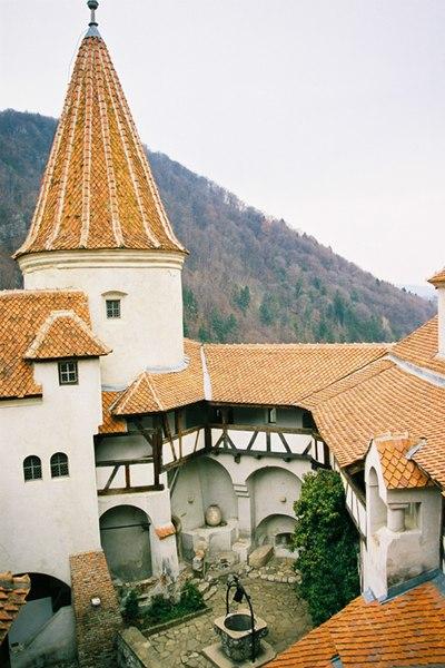 File:Bran Castle1v2.jpg