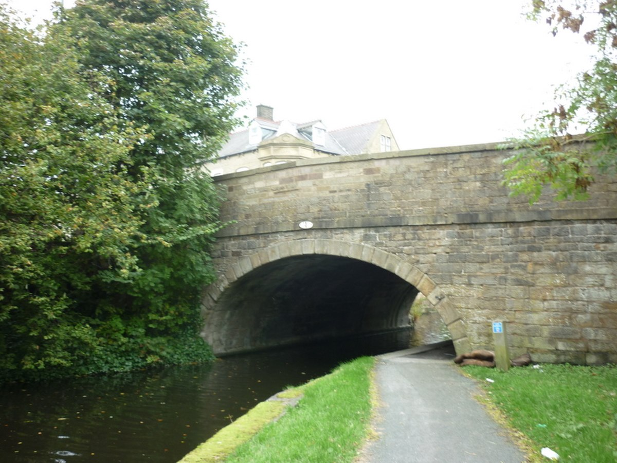 Bridge 131 Leeds and Liverpool Canal.jpg