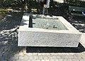 Brunnen auf der Waidterrasse 02.jpg