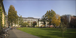 Bucerius Law School - On campus: the Auditorium (right) and the library (background)