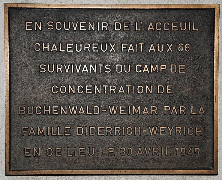 """Plak """"Buchenwald-Prisonnéieren"""" um Hotel-Restaurant de la Frontière zu Fréiseng."""