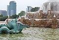 Buckingham Fountain - Chicago (957256405).jpg