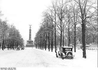 Siegesallee - The Siegesallee in late 1933, looking north to the original location of the Victory Column