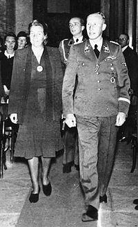 Bundesarchiv Bild 146-1972-039-24, Reinhard Heydrich mit Frau crop