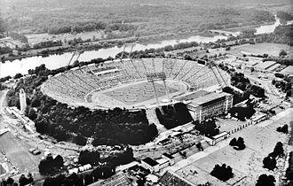 Zentralstadion (1956) - Image: Bundesarchiv Bild 183 1987 0801 101, Leipzig, Zentralstadion, Sportfest
